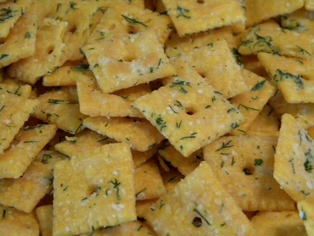 Dilly-Ranch Cheez Its - the PERFECT Party snack! Fresh dill and Ranch coat the always delicious Cheez It! Easy enough for your kids to make for a great teacher gift! #snacktime #ranch