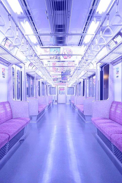 Es ist drei Uhr morgens. Du fährst, weil du nichts mit dir anzufangen weißt. Die Musik der Gleise vertreibt deine Gedanken, bis jemand einsteigt und so aussieht, als steige er nur ein, weil er nichts mit sich anzufangen weiß.