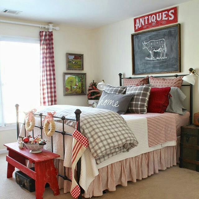 Beautiful Vintage Farmhouse Christmas Bedroom