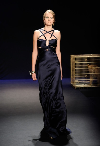 Lovely gown with crossover detailing on the bust and shoulders, and again, I adore the cut-outs.