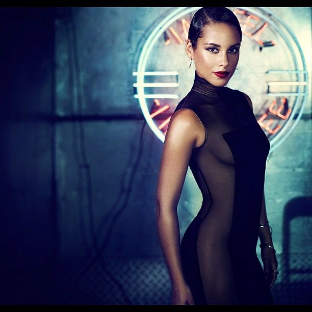"""Alicia Keys Serves Up New Promo Pic & NEW ALBUM """"Girl On Fire"""" 