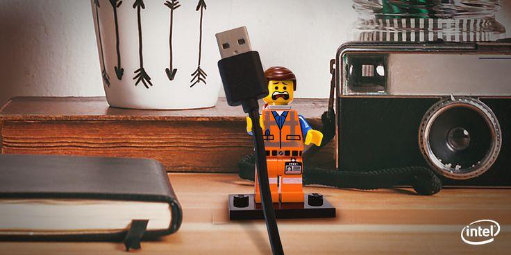 レゴ人形を使うと、机上の厄介なケーブルを可愛く整理できます! #TechHacks