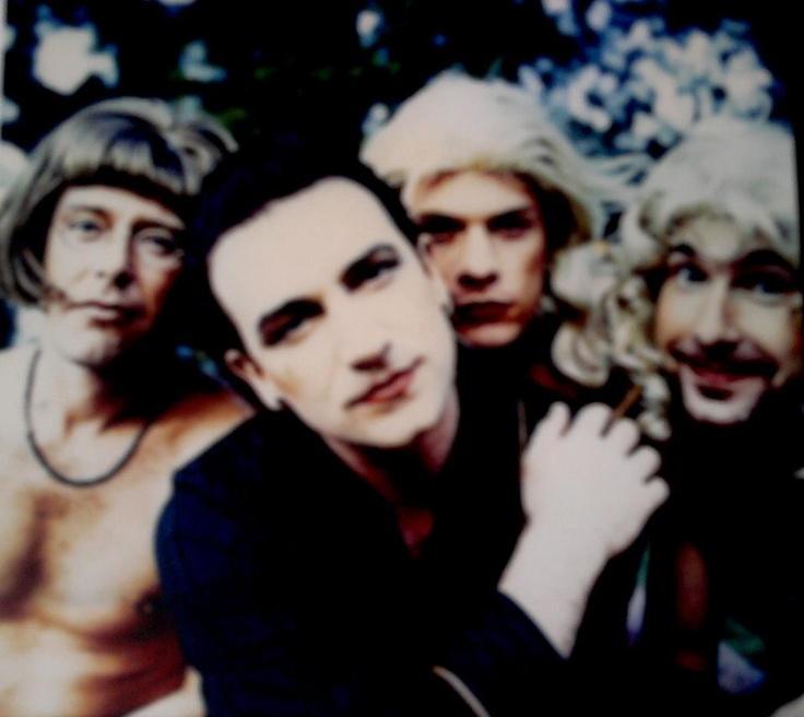 U2 Achtung Baby! -- Edge's face...hahaha