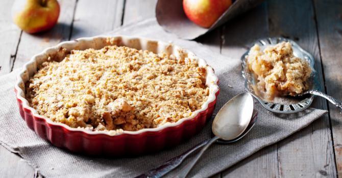 Recette de Crumble pommes-poire au son d'avoine spécial brûle graisse. Facile et rapide à réaliser, goûteuse et diététique.