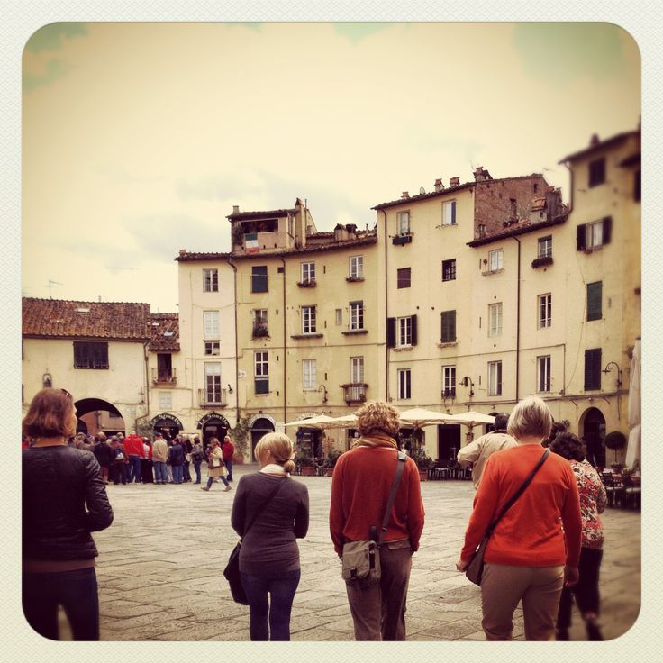 Wandering the ancient walled city of Lucca xx Carole