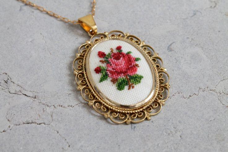 Vintage 1960s Necklace : 60s Floral Cross Stitch от RaleighVintage