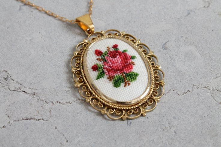 Vintage 1960s Necklace : 60s Floral Cross Stitch от RaleighVintage