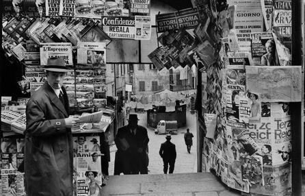 Una foto di Walter Vogel - Genova, sullo sfondo al centro i truogoli di Santa Brigida