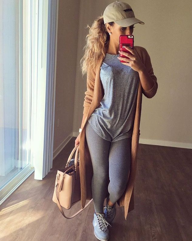 Gray outfit with long nude cardigan and gray sneakers