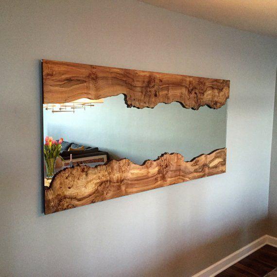 Handgefertigter Live Edge Wandspiegel mit Live Edge Holzrahmen