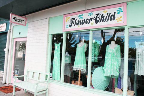 毎週末のようにカイルア散策に繰り出している私本日はカワイイ雑貨&お洋服がい~っぱいのフラワー・チャイルドをご紹介ミントグリーンでコーディネートされたウィンドウ…