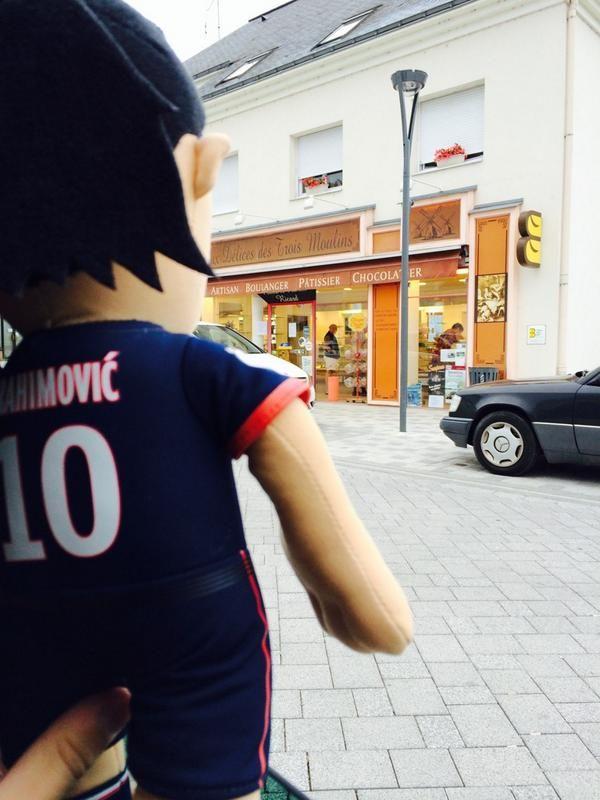 Zlatan veut du pain .. @poupluche_fans @PSG_inside - @JulienMysliwiec - 2 août 2014