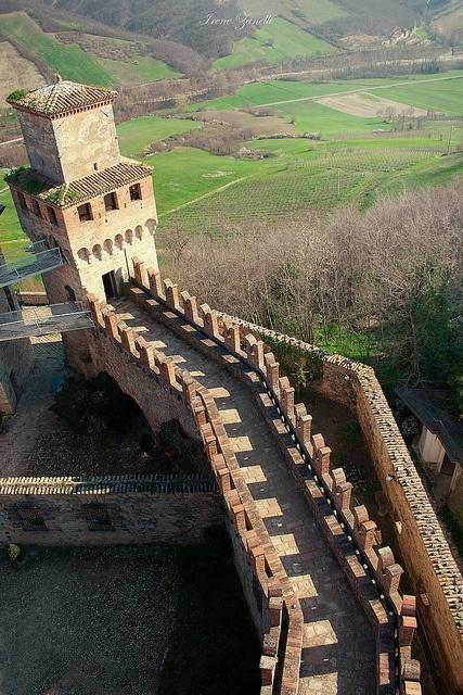 Vigoleno's Castle - Piacenza province of Piacenza Emilia Romagna Italy www.brickscape.it #turismoesperienziale #brickscape #turismo