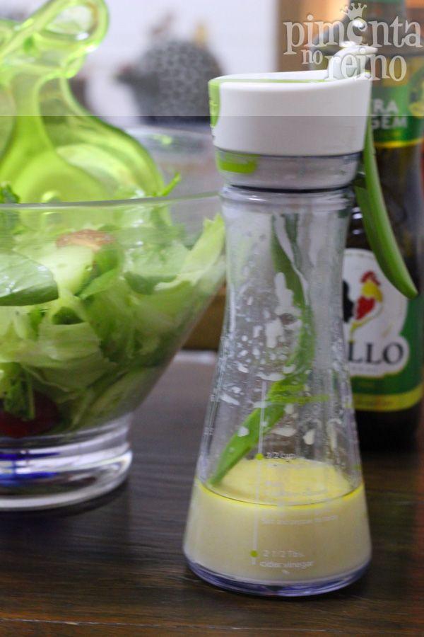MOLHO DE IOGURTE E MEL - iogurte natural (meio pote para uma saladona) com 3 colheres de mel, o suco de meio limão, uma colher chá de mostarda , sal, pimenta e azeite para emulsionar, ou seja, pra deixar o molho homogêneo.