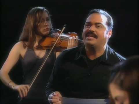 Music video by Gilberto Santa Rosa performing Que Alguien Me Diga. (C) 2003 Sony Discos, Inc.