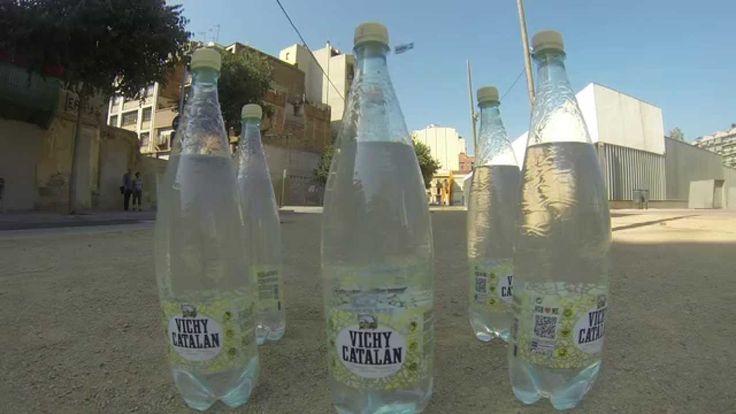 El juego de la nueva botella de Vichy Catalán 1,2 l PET