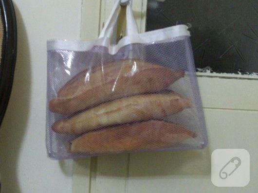 şeffaf hurç ve fileden yaılmış basit ve hoş bir çanta modeli, ekmeklik olarak düşünülmüş. siz başka amaçlarla da kullanabilirsiniz, bakın nasıl da pratik...