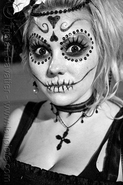 I will have to try this. Dia de los Muertos. eyes. dead. pop!
