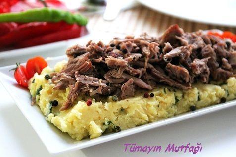 FESLEĞENLİ PATATES PÜRESİNDE KUZU TANDIR http://www.tumayinmutfagi.com/TarifYorum-614-yemek-tarifleri_feslegenli-patates-puresinde-kuzu-tandir.htm