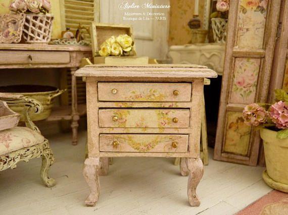 Miniatuur dressoir, meubilair houten bed lades, afgedrukt decor, Shabby roze, Doll House, schaal 1/12