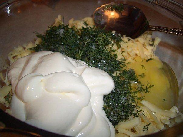Dajte zbohom vyprážaným fašírkam. Skúste pečené placky z mletého mäsa plnené syrom a smotanou. Máte ho hotové len za 25 minút! | Chillin.sk