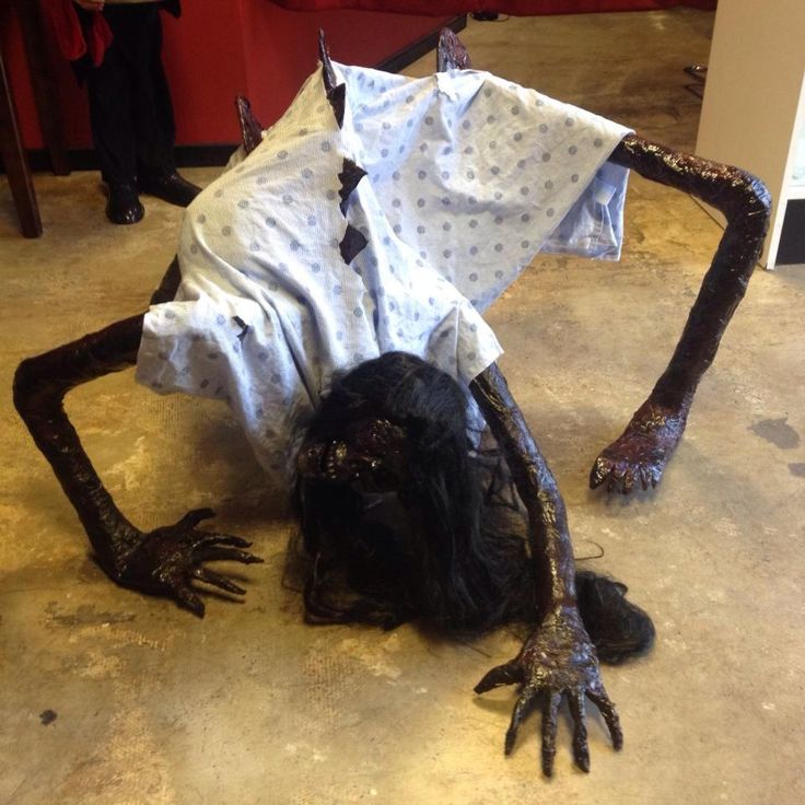 crawling creature - need this in a dark corner where the kids cut through the yard!