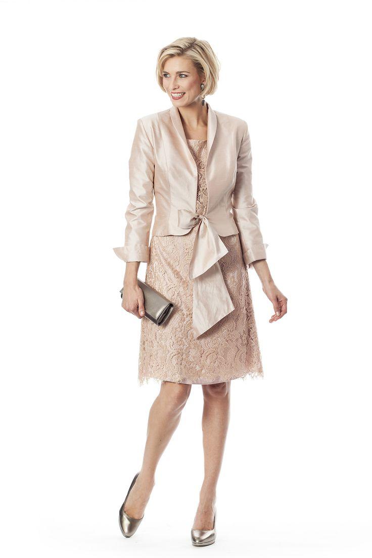 CC 0581 - | Trakteer uzelf op de perfecte bruidsmoederkleding van vele topmerken. Ook specialist in mooie feest- of avondkleding.