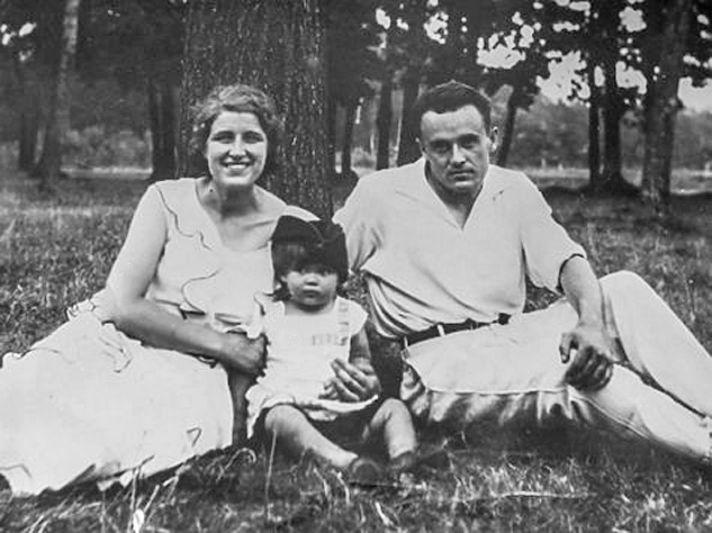 Сергей Королев с женой Ксенией и дочерью Наташей.
