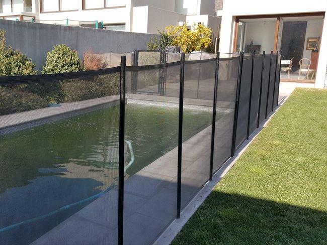 en Splash instalamos rejas para piscinas de distintas alturas y modelos, cuidando siempre de la seguridad de los niños. Llámenos al (56 2) 2227 0507.