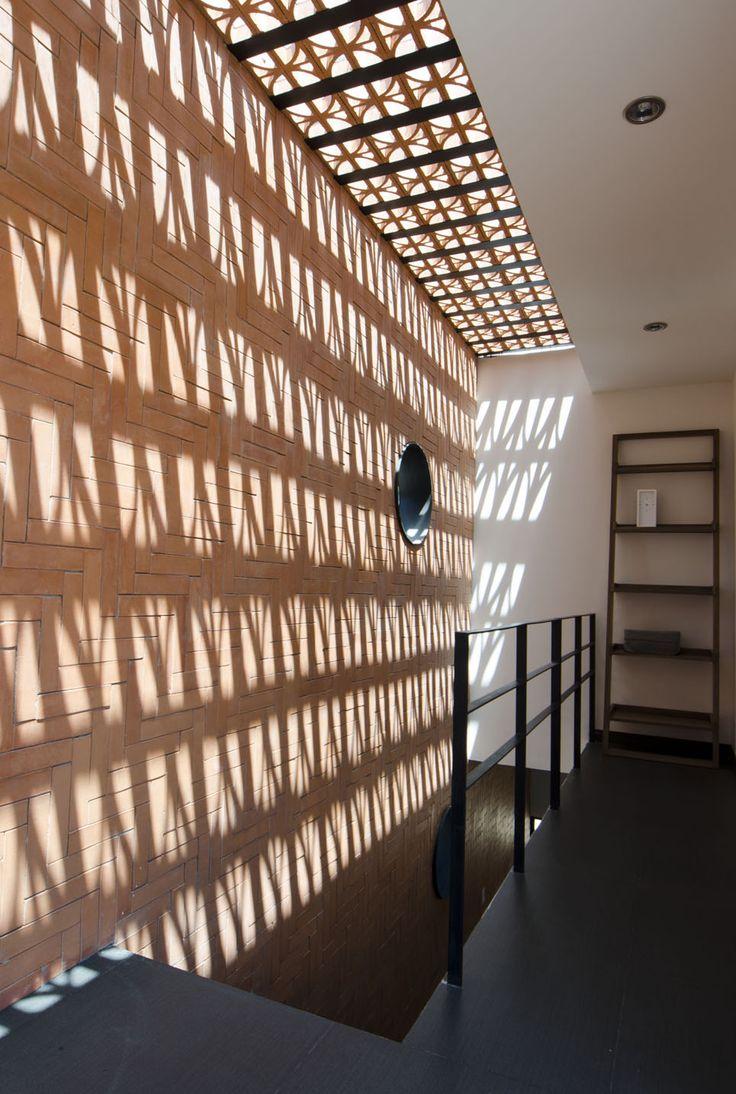 M s de 1000 ideas sobre fachada de ladrillo rojo en for Plafones de pared para escaleras
