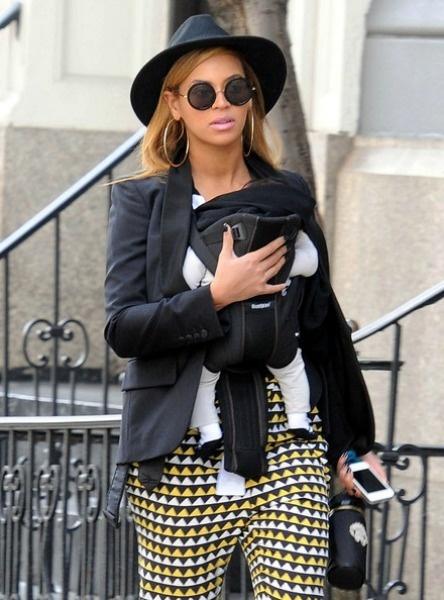 Beyonce rockin' Cruise 11's Flag print silke crepe Syriam Pants