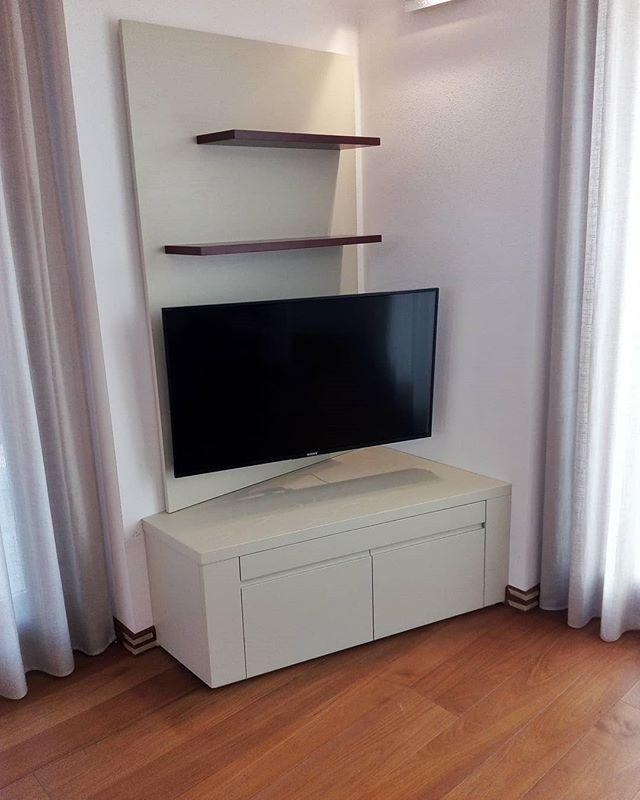 Mobiletto Porta Tv Angolare.Pin Di Michela Cinque Su Arredamento Mobili Porta Tv