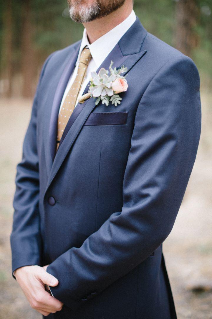 Succulent and peach boutonniere | fabmood.com #wedding #rusticwedding #weddingstyle #ido #weddinginspiration