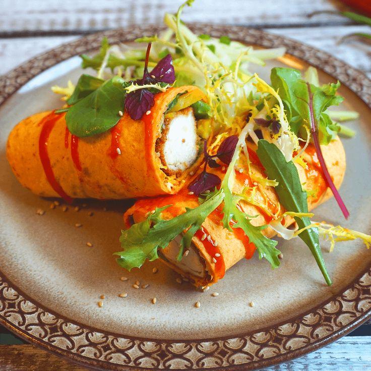 Een heerlijke Mexicaanse wrap met krokante gegrilde kip! Om de wrap nog wat meer pit te geven, zit er Thaise sriracha saus bij. Durf jij het aan?