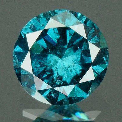 0.16 cts.brilliant cut diamond levendige Sea Blue I2  De naam van het item: Natuurlijke diamantKnippen / vorm: Ronde BrilliantGewicht (karaat): 0.16 Cts.Kleur: Levendige zee blauwDuidelijkheid / rang: I2Afmeting (MM): 3.3 x 2.0Behandeling (s): kleur verbeterdFluorescentie: geenHerkomst: AfrikaNK: 9244/24Dit zijn alle zeer uitgebreide foto'sgenomen met een macrolens en het gebruik van de juiste verlichtingen bedoeld om eerlijk en correctToon alle mogelijke onvolkomenheden in de steen.Deze…