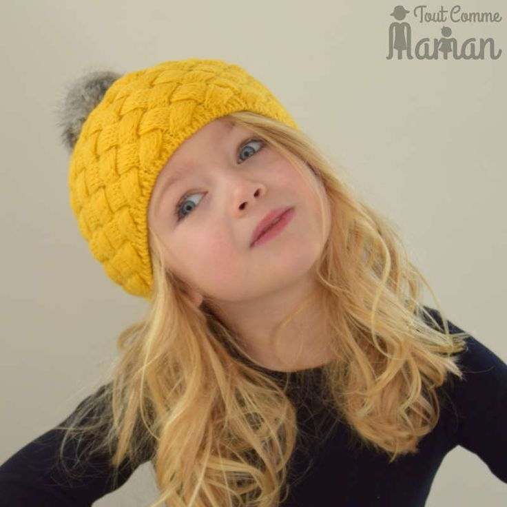 <em>Un adorable bonnet tout chaud pour petites et grandes.</em>Bonnet type laine tr�ss�e�jaune moutarde�avec pompon poils gris.<strong>Femme et fille.</strong>Existe aussi en rose et beige.