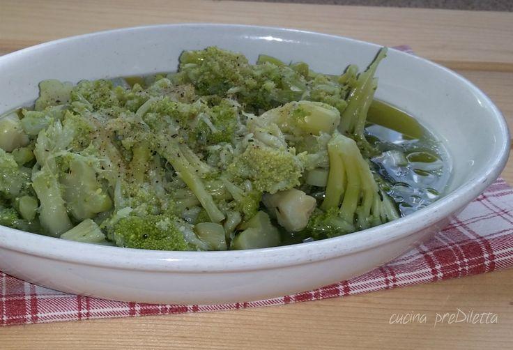 La minestra di cavolfiore è una ricetta facile e salutare. A differenza di altre minestre di verdure, questa minestra non deve cuocere a lungo, quindi anche se non avete molto tempo da passare ai fornelli ma volete comunque un piatto caldo a base di verdura, la minestra di cavolfiore è la ricetta che fa per voi.