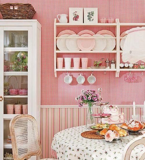 Küçük mutfaklar nasıl geniş gösterilir?