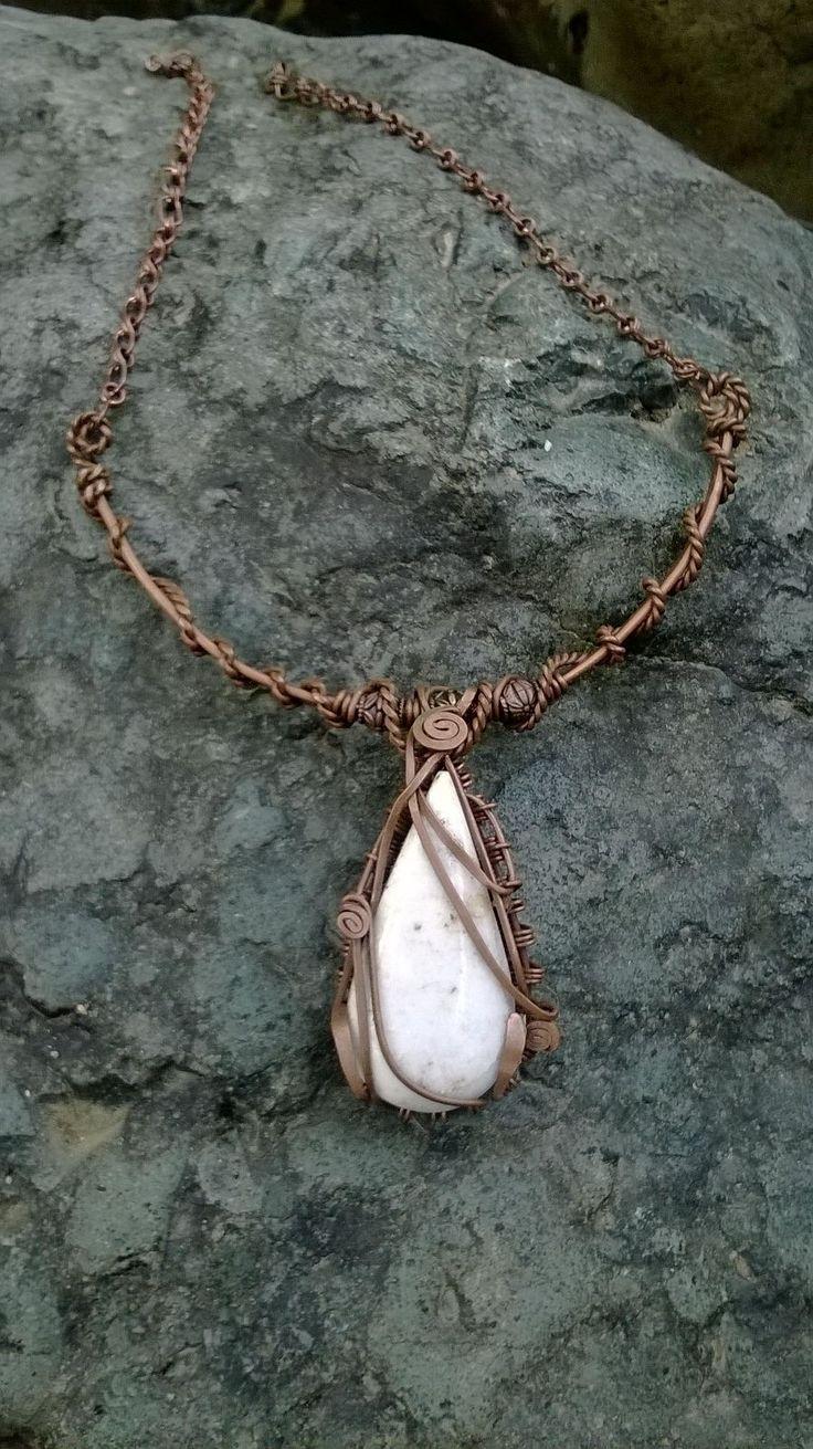 collar en cobre con piedra jade lila $45