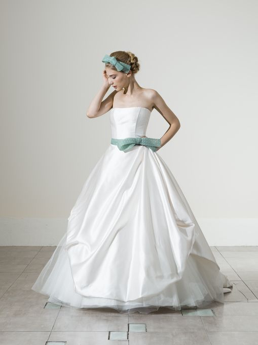 サテンの白い花嫁衣装・ウェディングドレスまとめ一覧♡