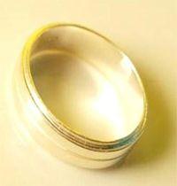 cincin emas simple & elegan spesifikasi : #bahan ( emas kuning ) #berat ( 5 gram ) #harga ( Rp 2.425.000,- )