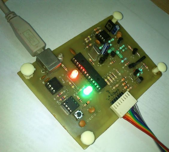 Pickit 2 clone - The Universal Microchip PIC Programmer/Debugger