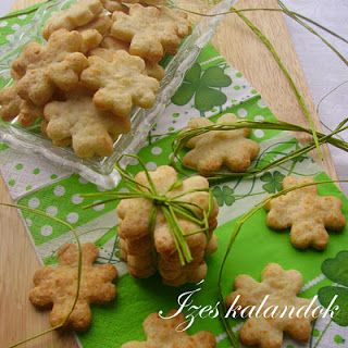 Keksz Blog: Szilveszteri sajtos-mandulás lóhere keksz