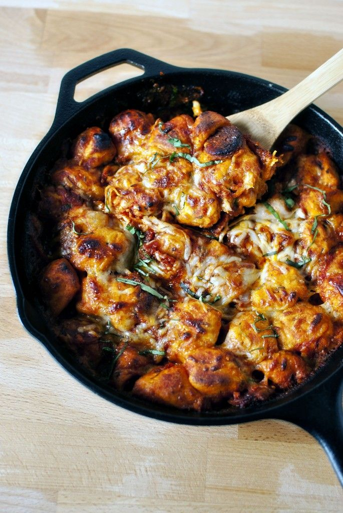 New take on pizza- could be good for portion control.Cans Biscuits, Weekday Dinner, Fun Recipe, Meals, Bubbles Up Pizza, Food, Pizza Bites, Iron Skillets, Bubbles Pizza