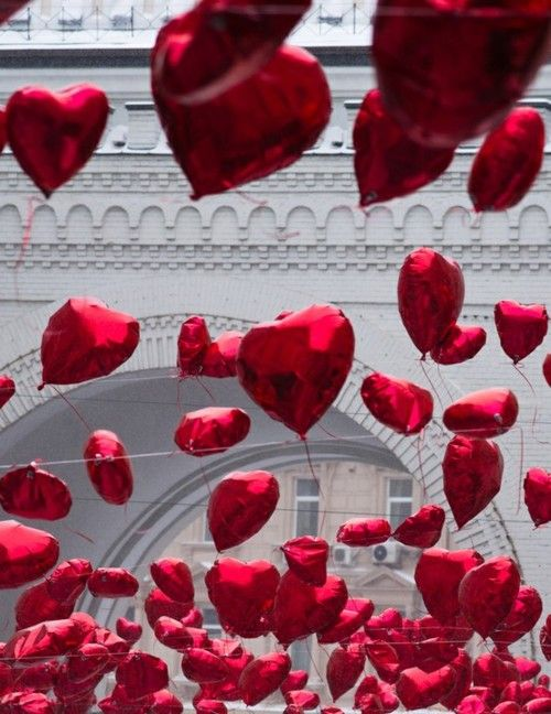How you feel on the last day of your period if you have endometriosis - Balloon hearts❌⭕