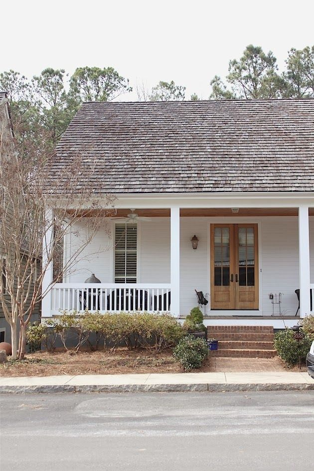 Modest and lovely architecture and exteriors pinterest for Farmhouse front porch pictures