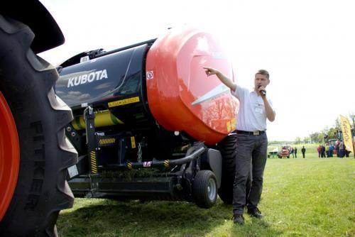 Więcej zdjęć: http://www.agrofoto.pl/forum/blog/11/entry-1272-kubota-tractor-show-na-mecie/  #kubota #traktor #traktorshow @agriculture #ciągnik #rolnik #rolnictwo #maszyny