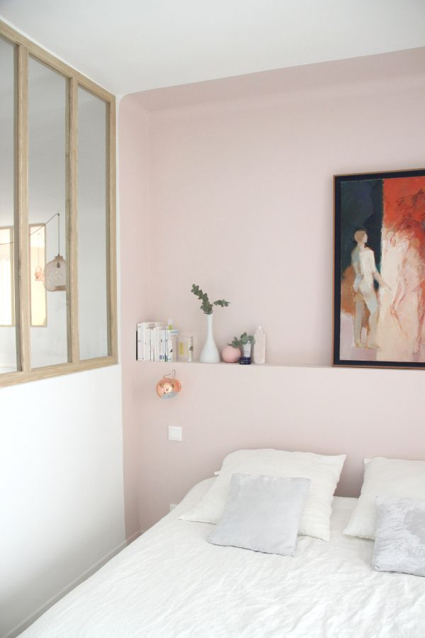 a glass wall to let the light in and a #calamine pink wall to create a sweet bedroom #farrowandball