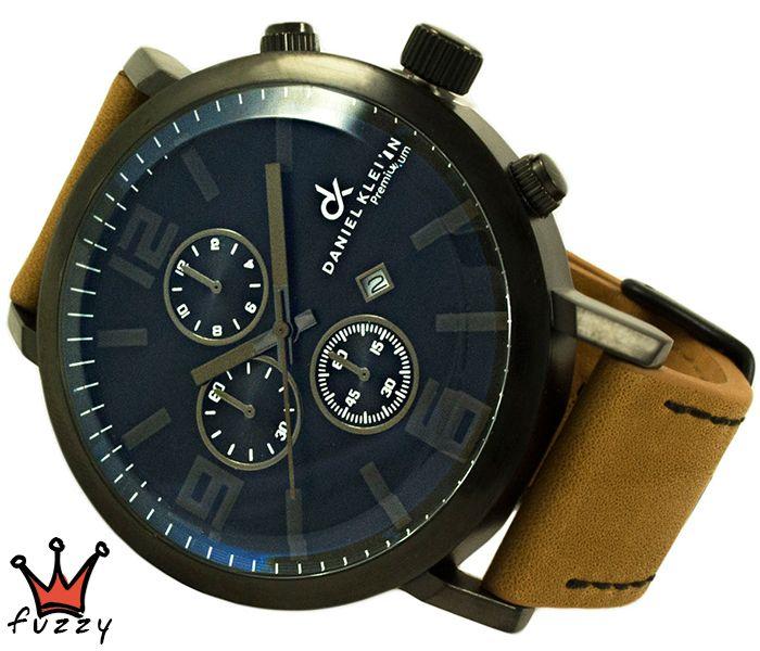Ανδρικό ρολόι Daniel Klein, σε μαύρο χρώμα με μηχανισμό MIYOTA ακριβείας. Διακοσμητικοί χρονογράφοι.  Λουράκι σε μαύρο χρώμα από γνήσιο δέρμα. Διάμετρος μεταλλικής κάσας 50 mm. Στεγανοποίηση 3 ATM (τυχαία επαφή με νερό).
