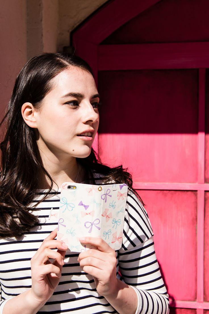 デザイナーズスマホケースブランド CANVER                                                                                 Le Ruban Rose 手帳レザーケース 全機種対応                                                                                                                                                                                                                                                                              バッグの中身も、好きなものだけで揃えたい。そんなこだわり女子に向けて、リボンいっぱいのデザインです。Sweet&Cuteの鉄板モチーフリボンをこれでもかという程、ちりばめました。